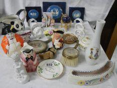 A mixed lot of collectable ceramics etc., napkin rings, Poole, miniature world globe etc.
