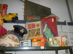 A good lot of vintage games and jigsaw puzzles including some 1960's darts.