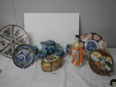 A mixed lot of oriental style items.