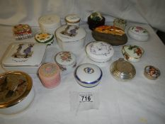 17 assorted pill boxes all in good condition.
