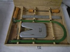 A vintage fretwork set in original box and in good condition.