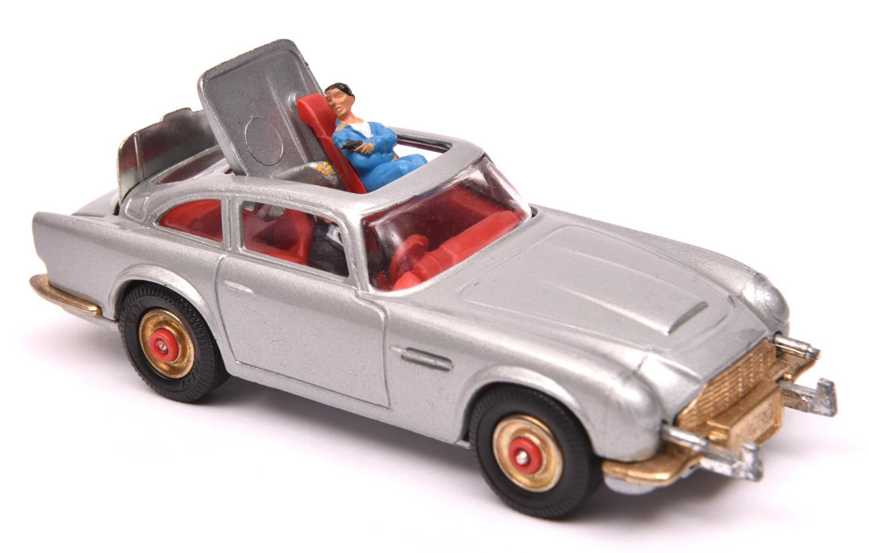 Lot 1285 - A rare Corgi Toys James Bond Aston Martin DB5 (270). A Red-Spot wheeled example in metallic silver