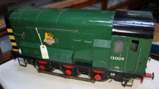 A 5 inch gauge battery driven Class 08 0-6-0T diesel shunter. Home built steel and plywood body with