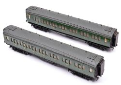 2x O gauge coarse scale Southern Railway corridor coaches. Kit-built on wooden chassises. Both