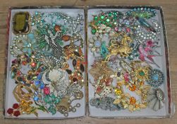 A mixed lot of vintage brooches including a Butler Wilson style dancing couple, another dancing
