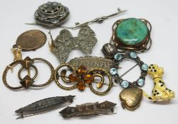 A mixed lot of antique and vintage costume brooches etc.
