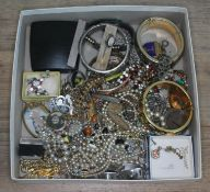 A box of costume jewellery.