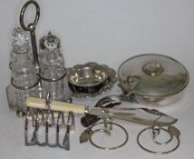 Varios EPNS items including a cruet set with stand.