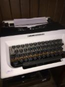 A vintage Olivetti Lettera 15 typewriter. Catalogue only, live bidding available via our website, if