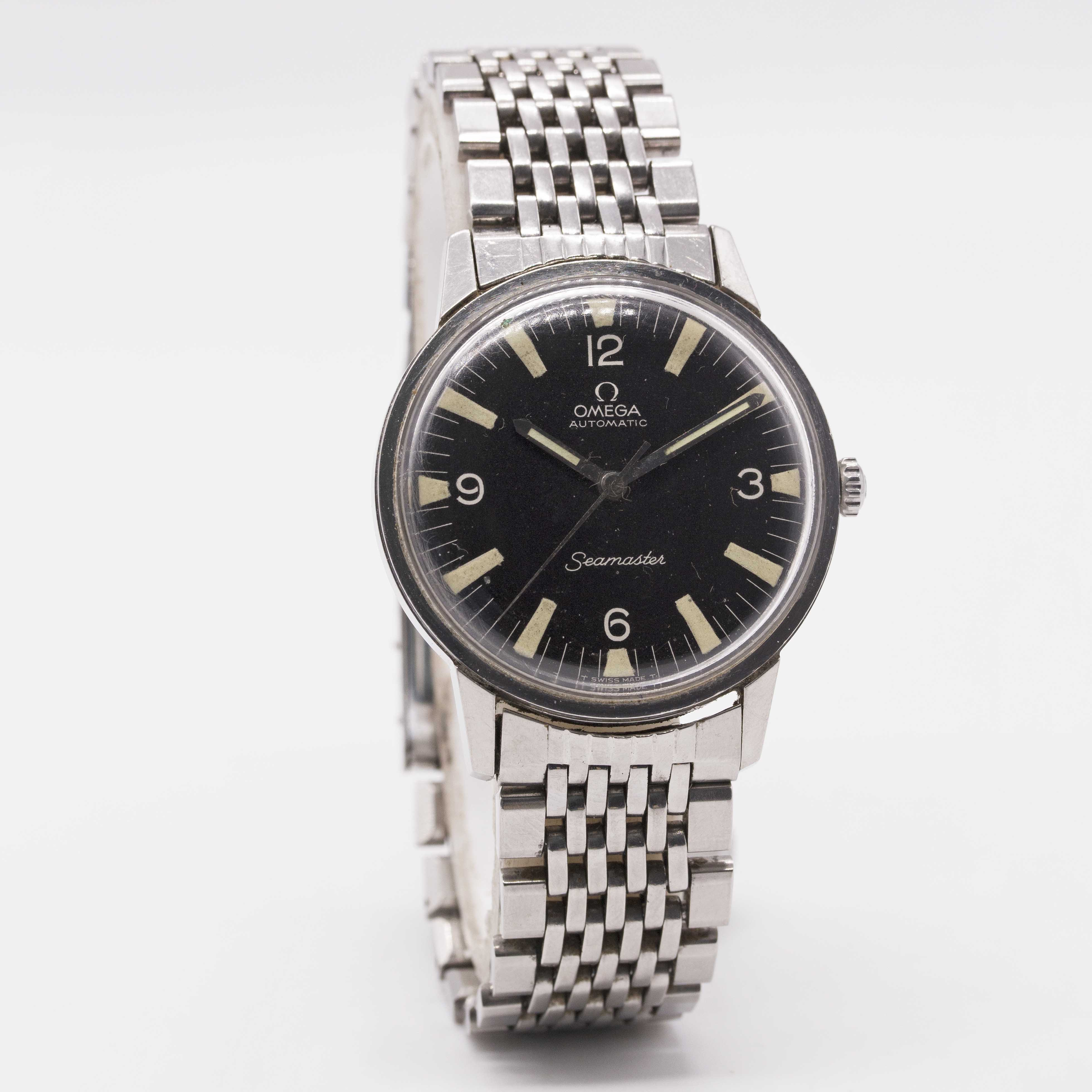 Lot 18 - A GENTLEMAN'S STAINLESS STEEL OMEGA SEAMASTER AUTOMATIC BRACELET WATCH CIRCA 1967, REF. 165.002 WITH