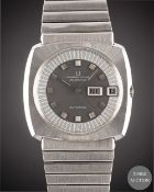 A GENTLEMAN'S STAINLESS STEEL UNIVERSAL GENEVE POLEROUTER AUTOMATIC BRACELET WATCH CIRCA 1979,