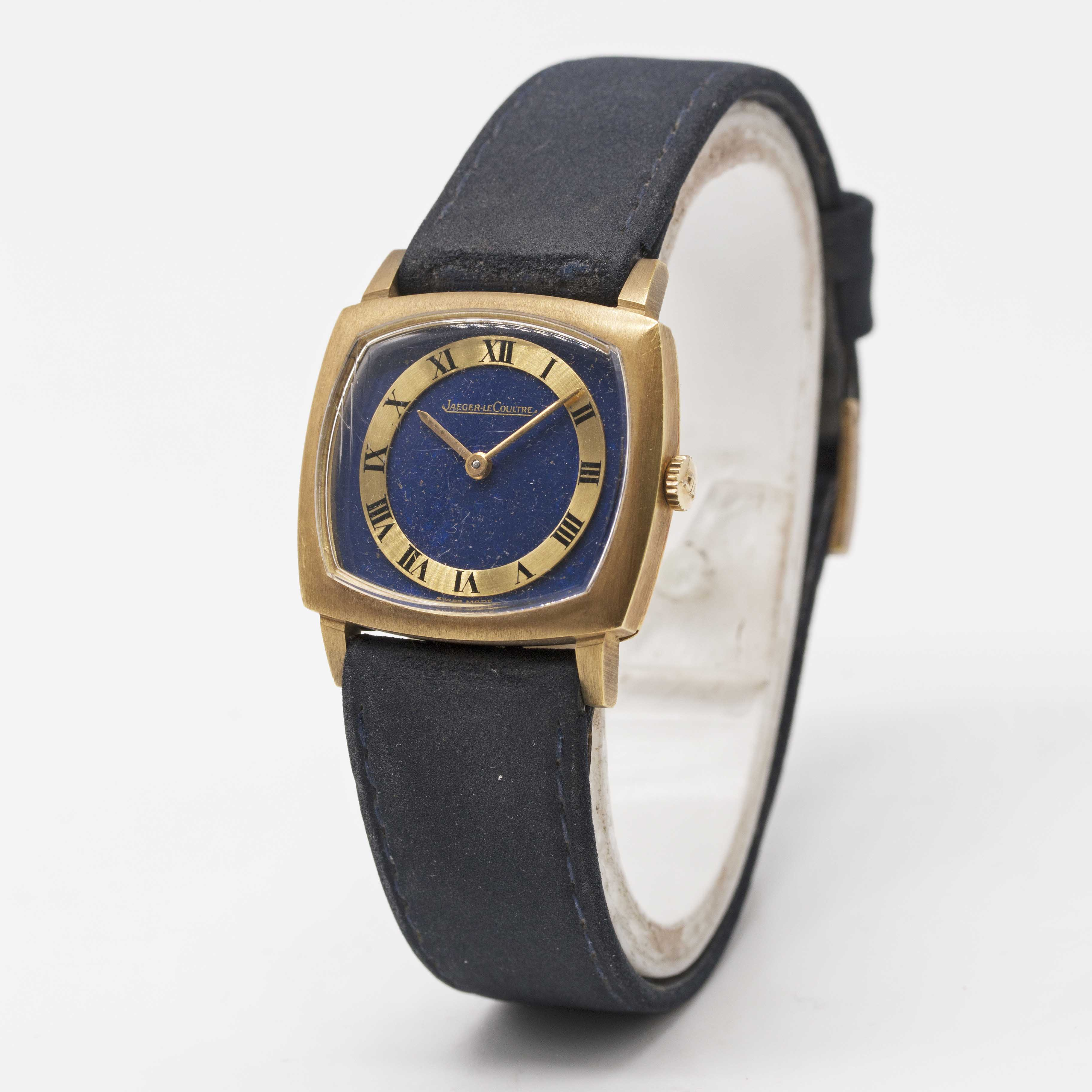 Lot 9 - AN 18K SOLID YELLOW GOLD JAEGER LECOULTRE WRIST WATCH CIRCA 1970s, REF. 9032 WITH LAPIS LAZULI