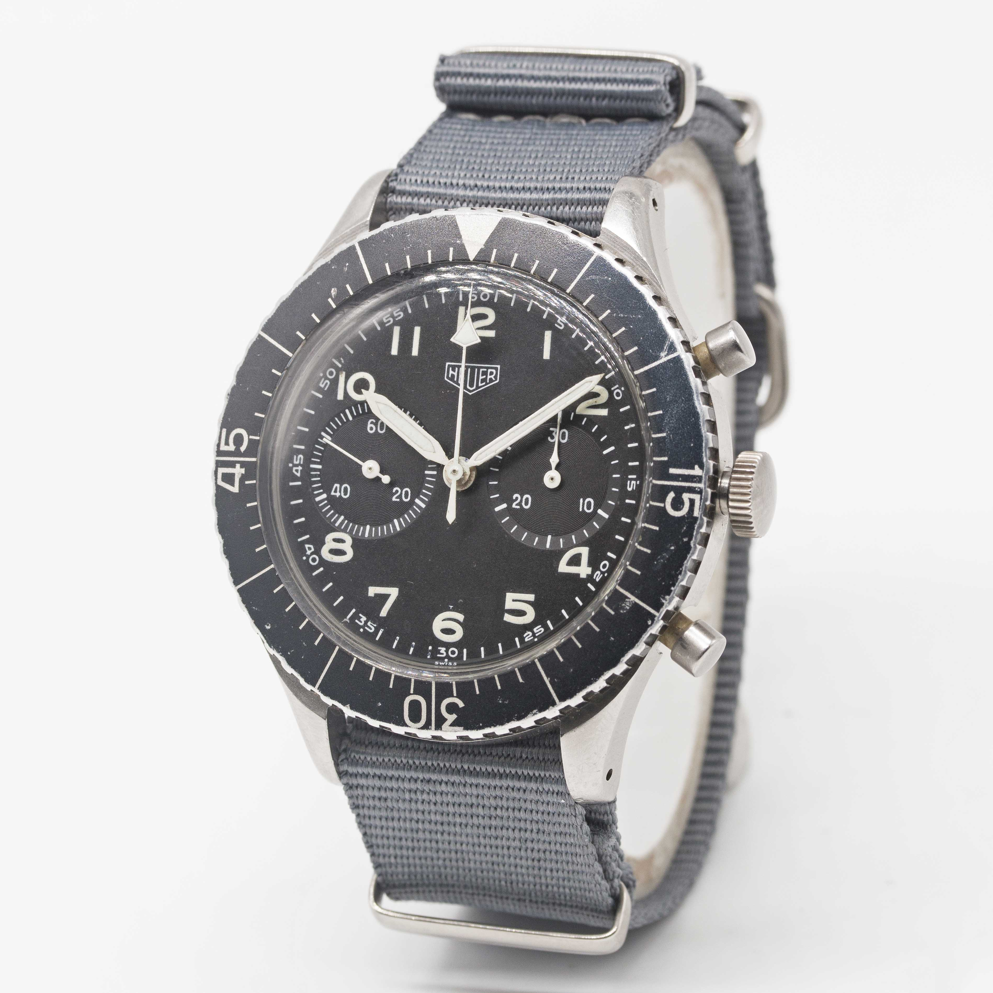 Lot 1 - A GENTLEMAN'S STAINLESS STEEL GERMAN MILITARY HEUER BUND FLYBACK CHRONOGRAPH WRIST WATCH CIRCA 1970,