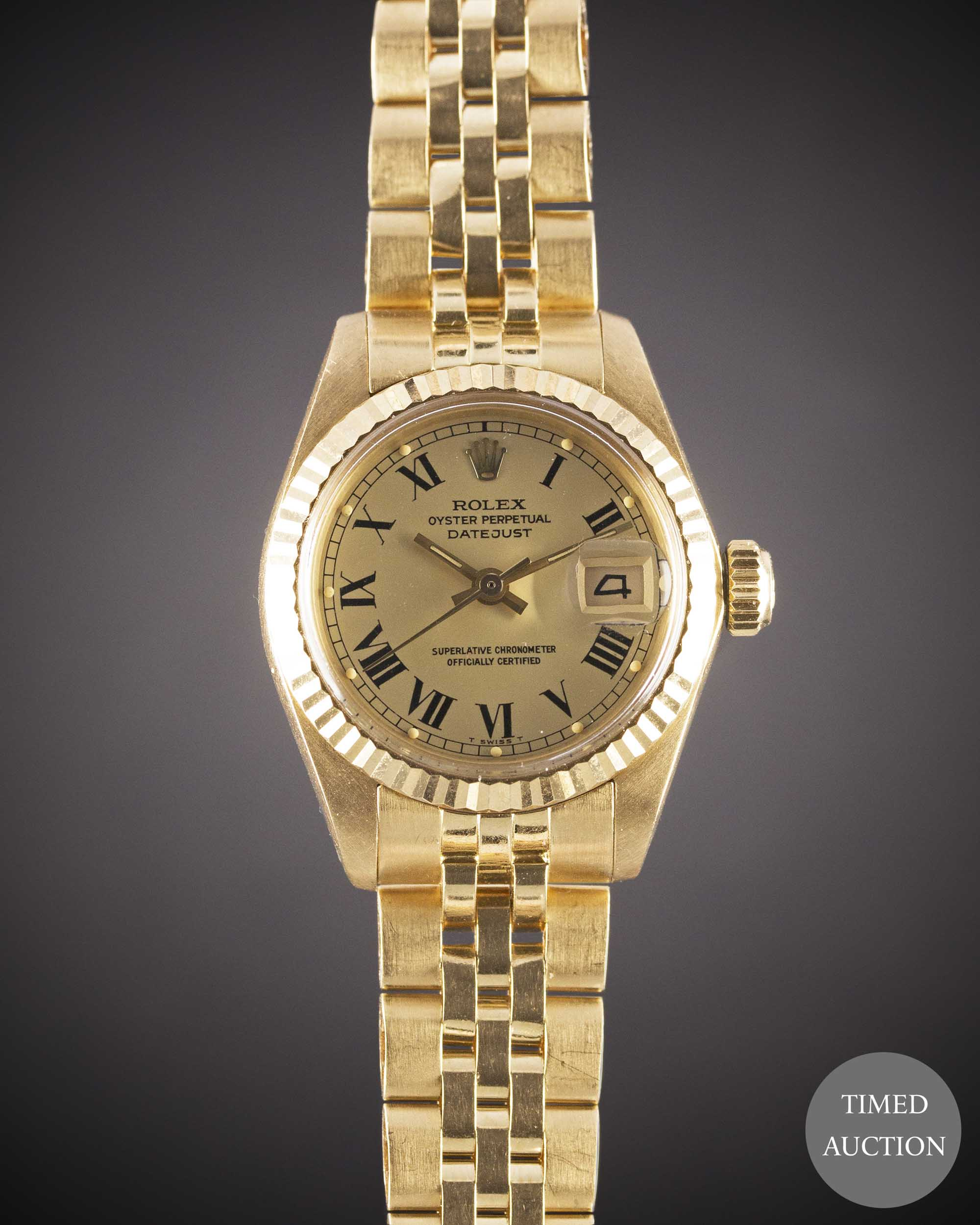 Lot 26 - A LADIES 18K SOLID GOLD ROLEX OYSTER PERPETUAL DATEJUST BRACELET WATCH DATED 1979, REF. 6917 WITH