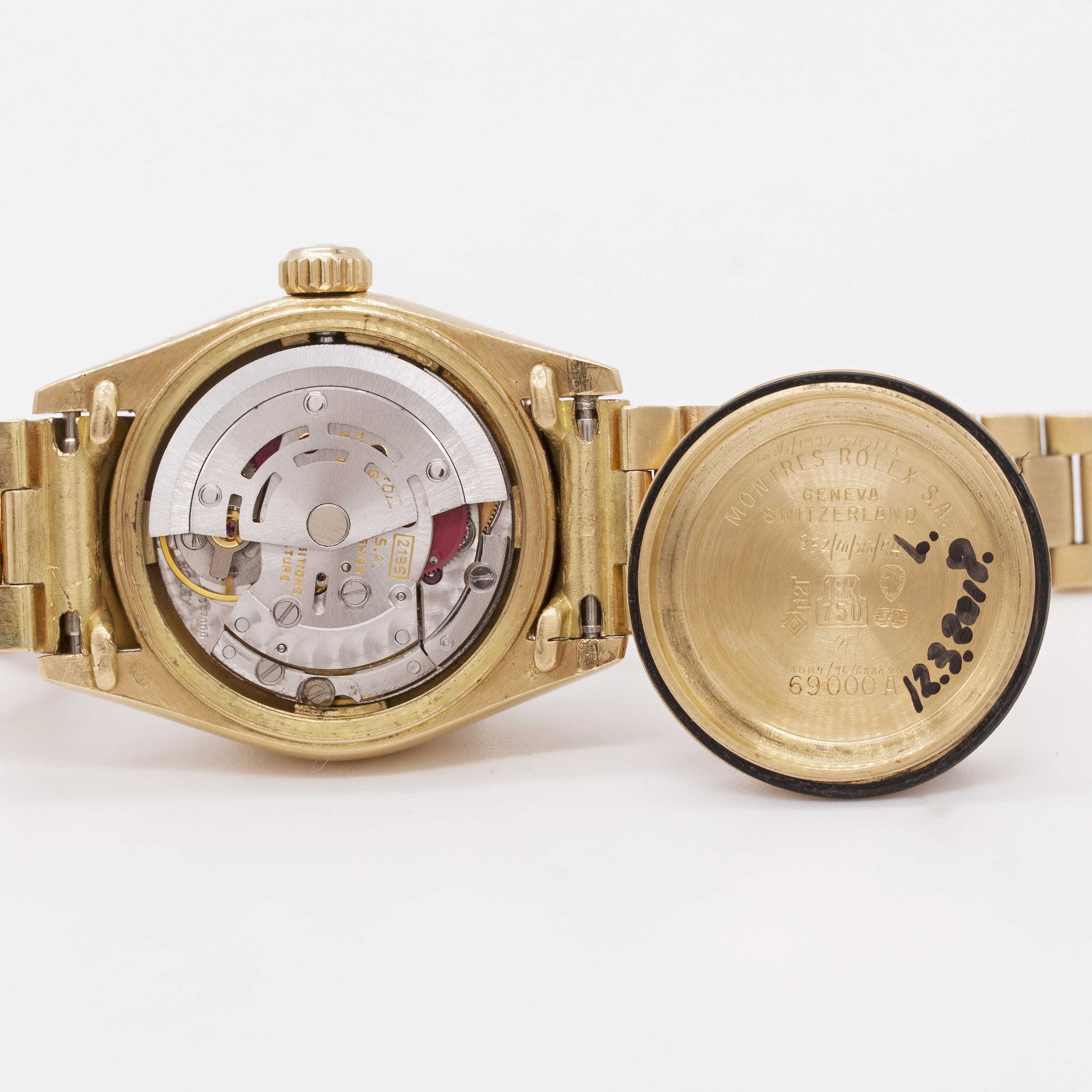 Lot 27 - A LADIES 18K SOLID GOLD ROLEX OYSTER PERPETUAL DATEJUST BRACELET WATCH CIRCA 1985, REF. 69178 WITH