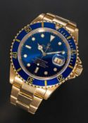 A RARE GENTLEMAN'S 18K SOLID YELLOW GOLD ROLEX OYSTER PERPETUAL DATE SUBMARINER BRACELET WATCH CIRCA