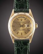 A GENTLEMAN'S 18K SOLID YELLOW GOLD ROLEX OYSTER PERPETUAL DAY DATE WRIST WATCH CIRCA 1968, REF.