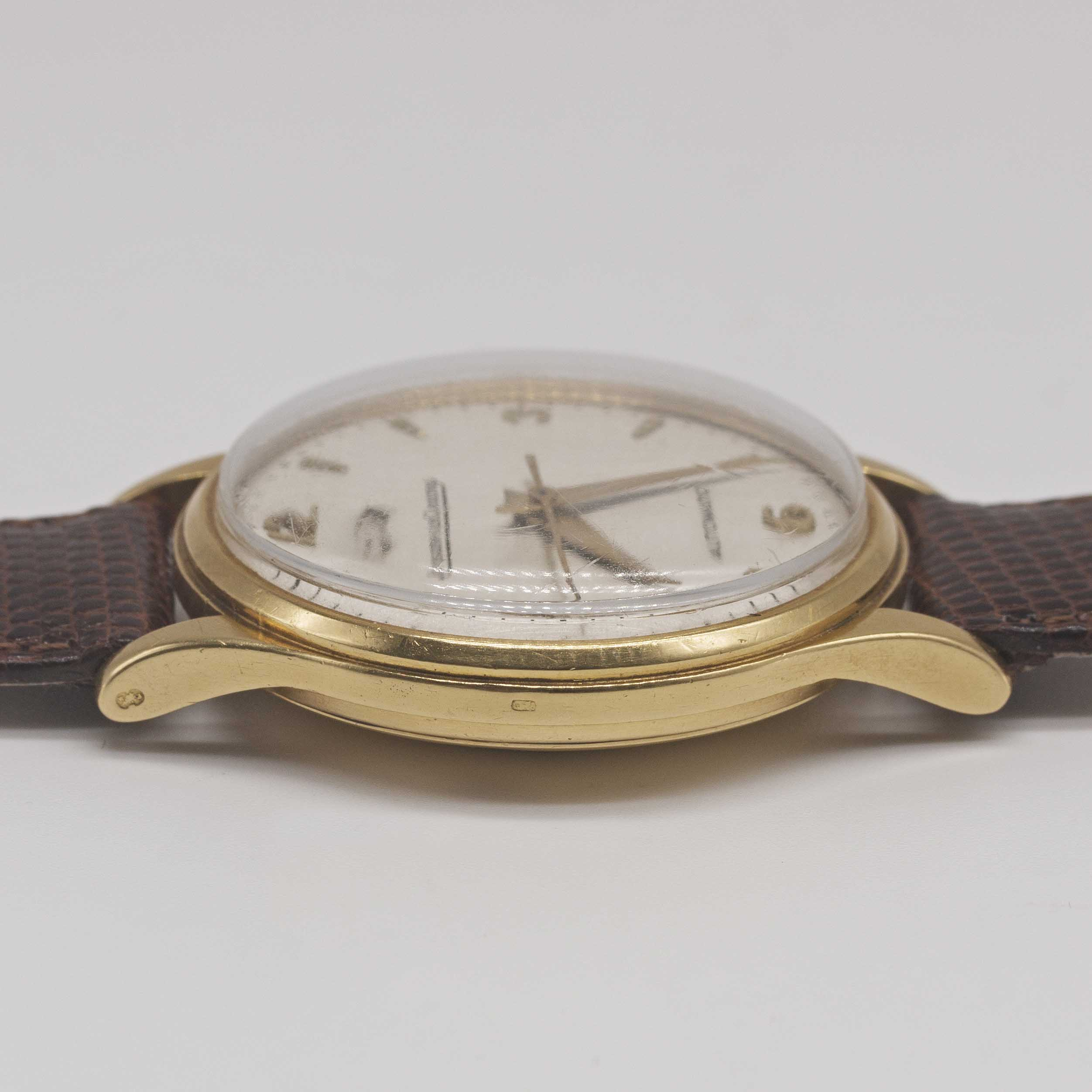 """Lot 19 - A GENTLEMAN'S LARGE SIZE 18K SOLID YELLOW GOLD JAEGER LECOULTRE """"POWERMATIC"""" POWER RESERVE WRIST"""