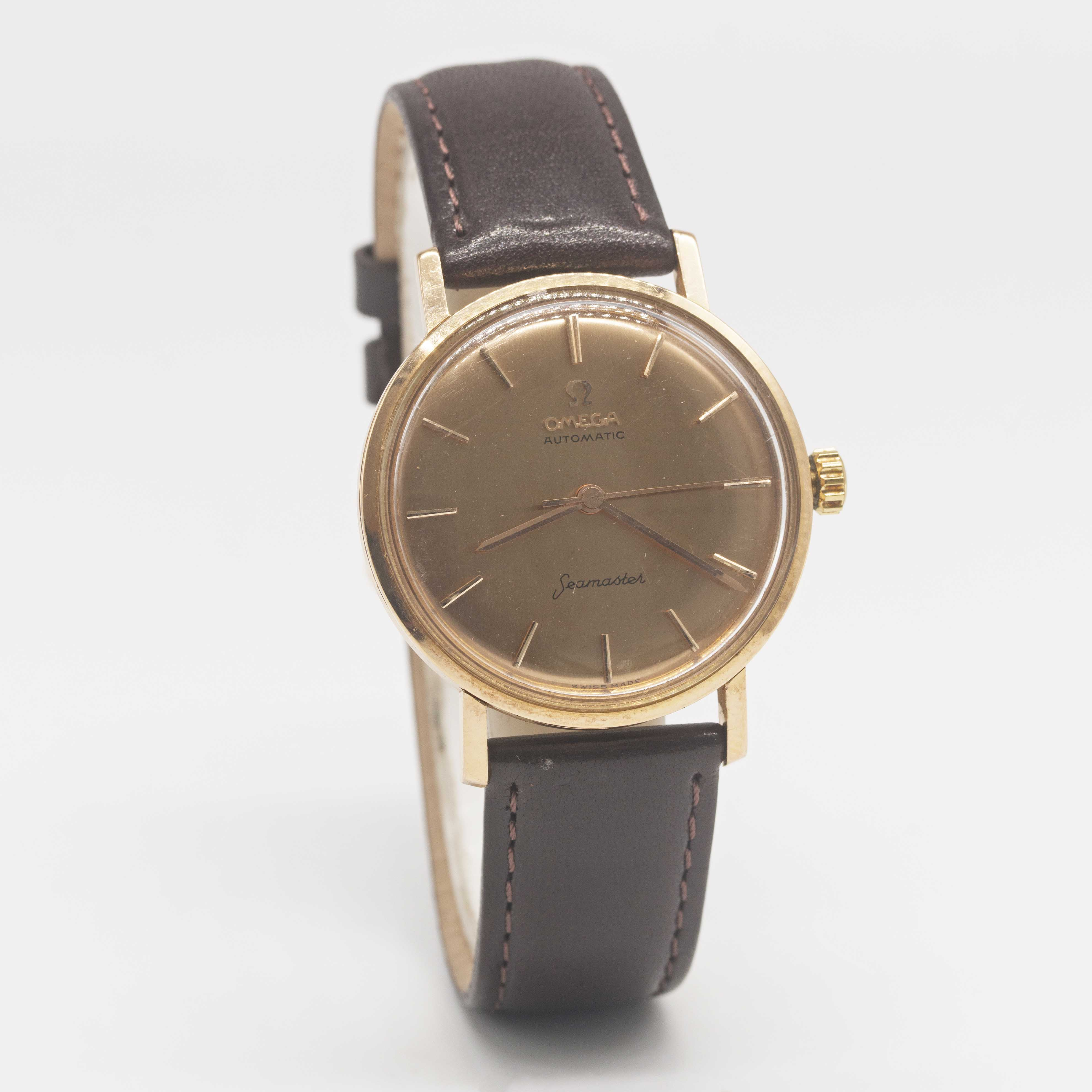 Lot 17 - A GENTLEMAN'S 18K SOLID ROSE GOLD OMEGA SEAMASTER AUTOMATIC WRIST WATCH CIRCA 1960s, WITHBRUSHED