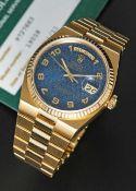 A GENTLEMAN'S 18K SOLID GOLD ROLEX OYSTERQUARTZ DAY DATE BRACELET WATCH CIRCA 1987, REF. 19018N WITH