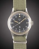 A GENTLEMAN'S STAINLESS STEEL BRITISH MILITARY RAF SMITHS WRIST WATCH DATED 1967, WITH RARE RAF