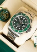 """A GENTLEMAN'S STAINLESS STEEL ROLEX OYSTER PERPETUAL DATE SUBMARINER """"HULK"""" BRACELET WATCH DATED"""