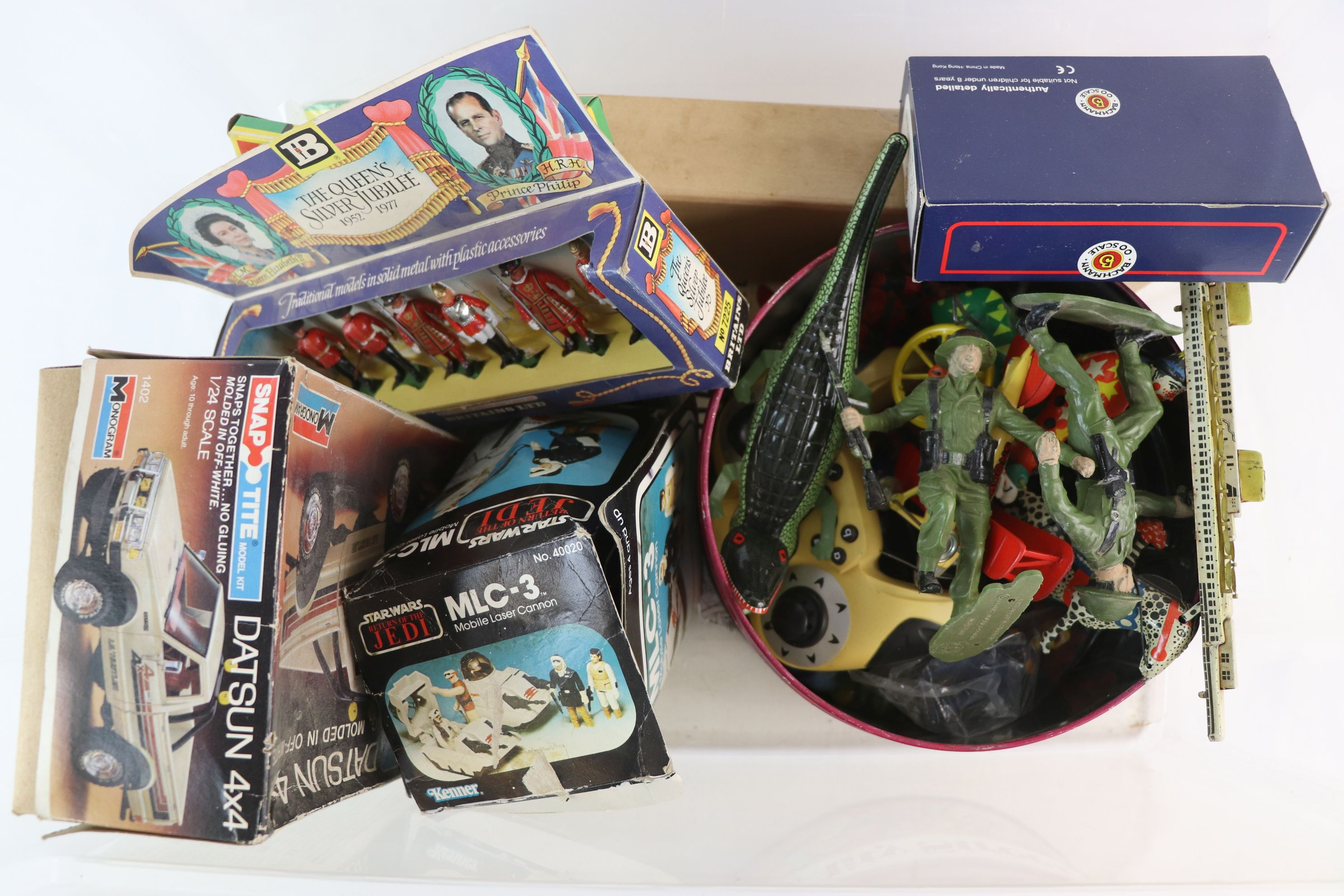 Lot 229 - Collection of toys to include original boxed Star Wars Return of the Jedi MLC3, boxed Britains