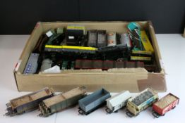 38 Hornby, Bachamnn & Airfix OO gauge items of rolling stock, all wagons, trucks & flatbeds