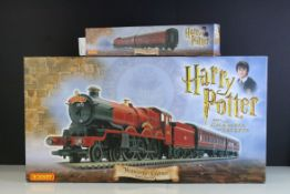 Boxed Hornby OO Gauge Harry Potter and The Chamber of Secrets Hogwarts Express electric train set,