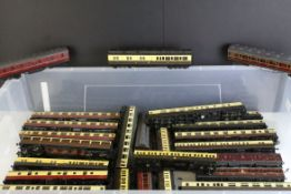 Collection of OO gauge rolling stock comprising 30 coaches to include Hornby, Grafar, Bachmann,