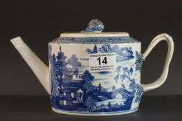 18th century Chinese Export Willow pattern Teapot, with strapwork handle and a knop in the form of a