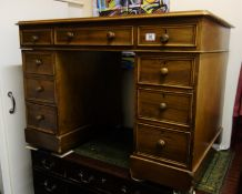 Victorian mahogany pedestal writing desk twin pedestal sides to the leather top in good condition