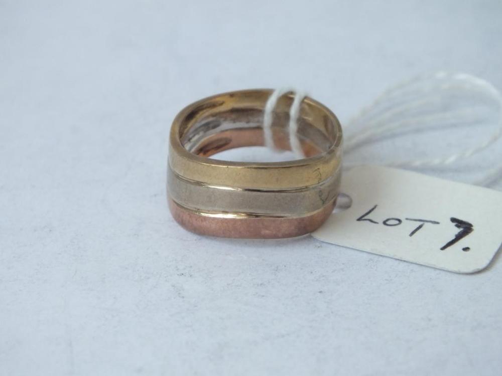 Lot 7 - A heavy 9ct three colour wedding band, 4.2g size K