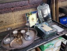 SHELF CONTAINING BEVELLED MIRRORED PICTURE FRAMES, A MIRROR, QUANTITY OF METAL WARE INCLUDING A