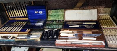 SHELF OF MIXED BOXED CUTLERY, DESSERT KNIVES, FISH SERVERS AND COFFEE SPOONS AND FIVE SILVER HANDLED
