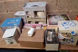 QUANTITY OF BOXED SOUP TUREENS TEAPOT SETS, PUNCH BOWLS AND OTHER BOXED MUGS