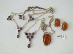 A silver & amber necklace & earrings etc. - 35gms