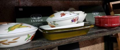 SHELF WITH PLACE, MATS, SOUP TUREENS, EVESHAM VALE LIDDED DISHES & SPODE DISH