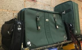 QTY OF BLACK & GREEN SUITCASE & TRAVEL LUGGAGE