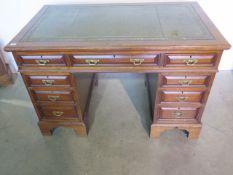 A late Victorian / Edwardian mahogany 9 drawer twin pedestal desk, 81cm tall x 123cm x 71cm