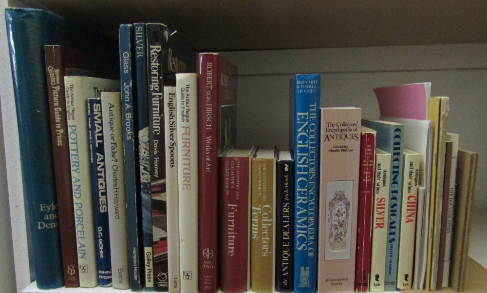 Lot 820 - A quantity of books about antiques and related subjects (approx 22)