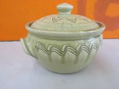 Mike Dodd studio pottery twin handled lidded pot, with celadon glaze and incised wavy banded