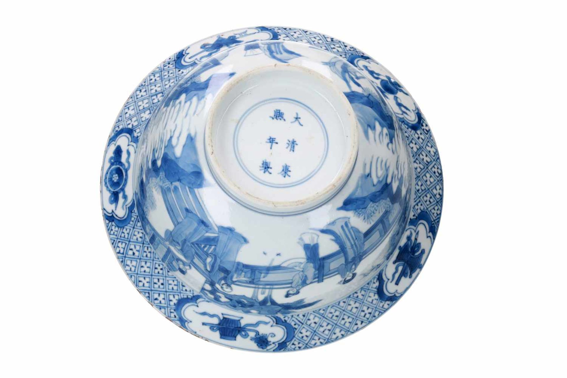 A blue and white porcelain 'klapmuts' bowl, decorated with scenes of the Romance of the Western - Bild 6 aus 6