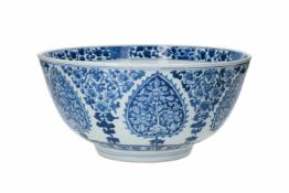 A blue and white porcelain bowl, decorated with flowers. Marked with symbol. China, Kangxi.