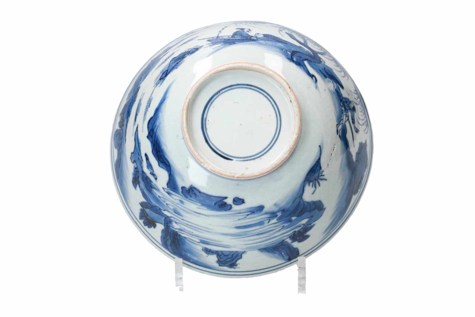 A blue and white porcelain bowl, decorated with a past-master in a mountainous river landscape. - Bild 6 aus 6