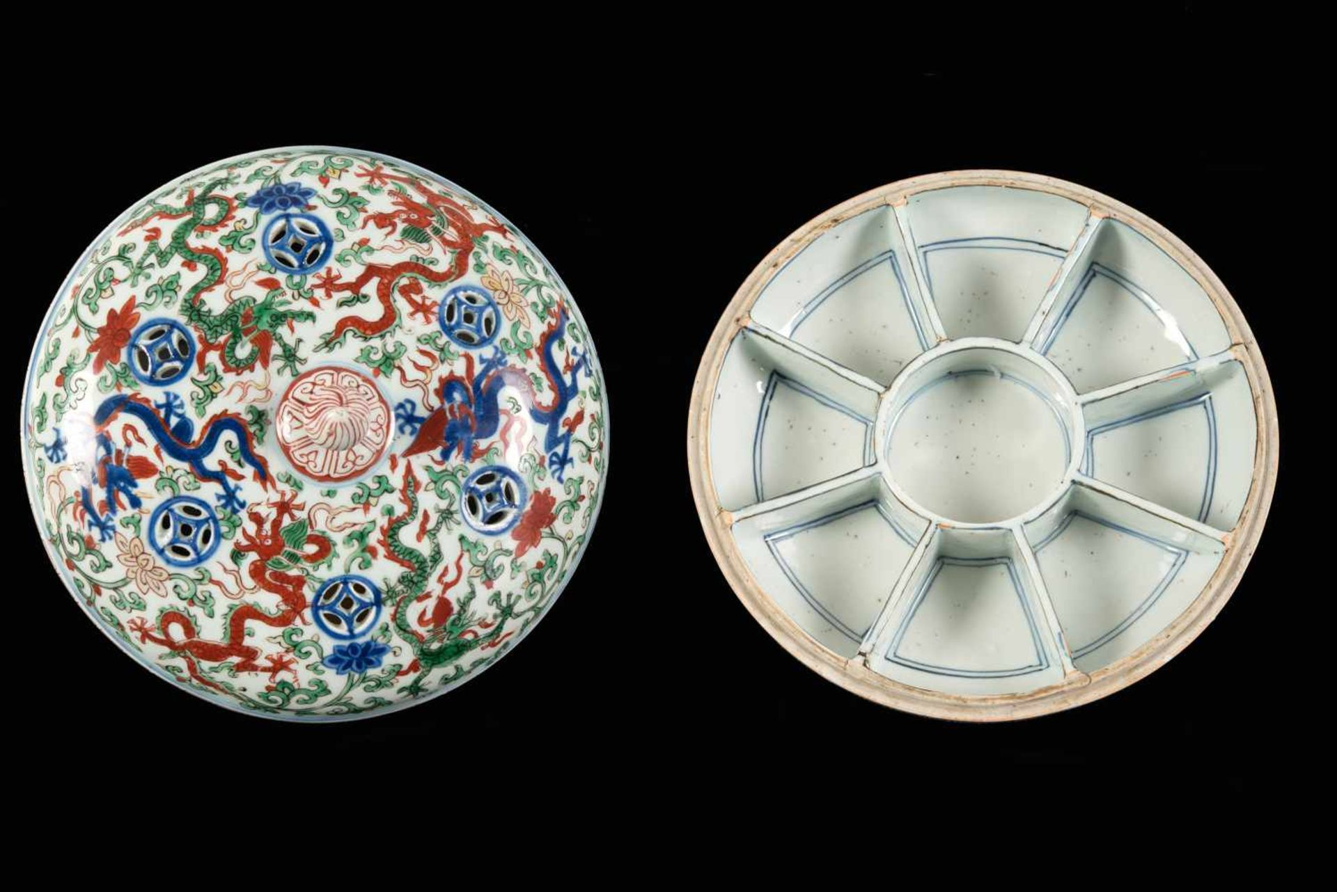 A Wucai porcelain lidded bowl, decorated with dragons and flowers. The bowl with nine - Bild 25 aus 26