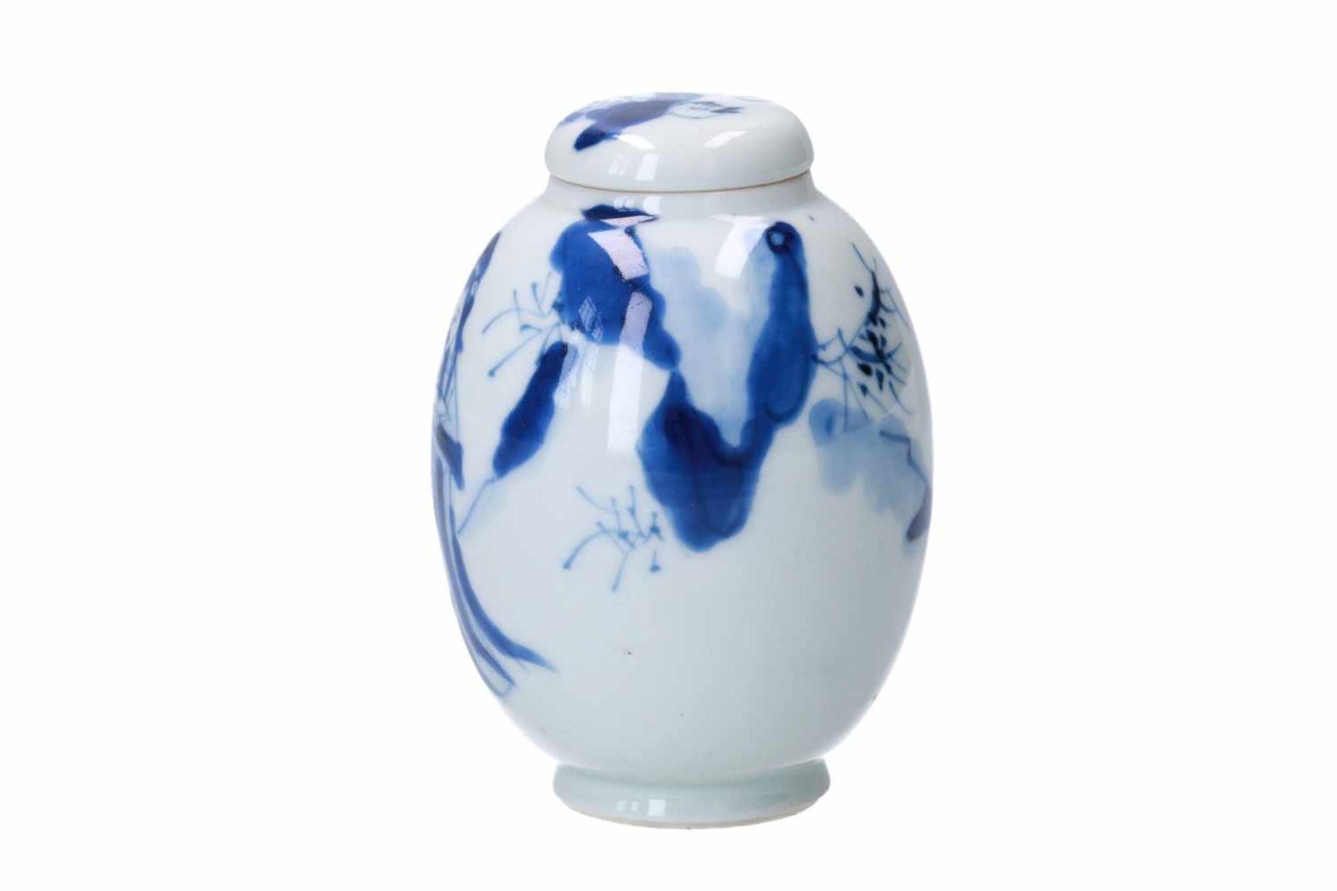 A blue and white porcelain lidded jar, decorated with a little boy and long Eliza in a landscape. - Bild 2 aus 6