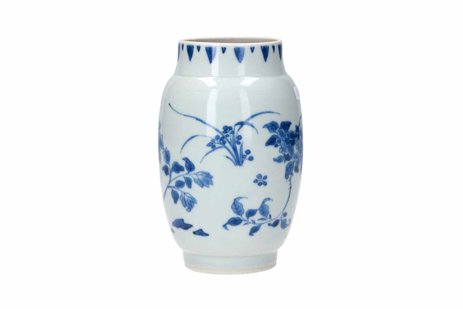A blue and white porcelain jar, decorated with flowers. Unmarked. China, Transition. - Bild 3 aus 7