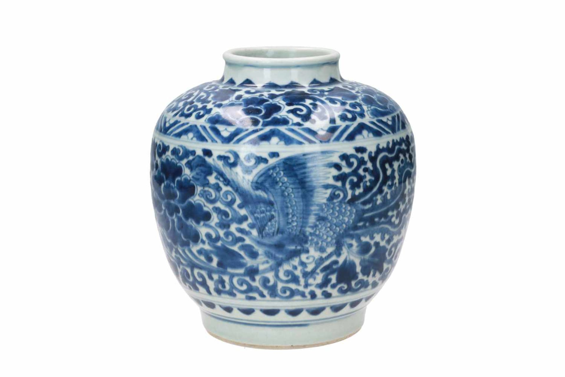 A blue and white porcelain jar, decorated with phoenixes and flowers. Marked with a hare. China, - Bild 3 aus 6