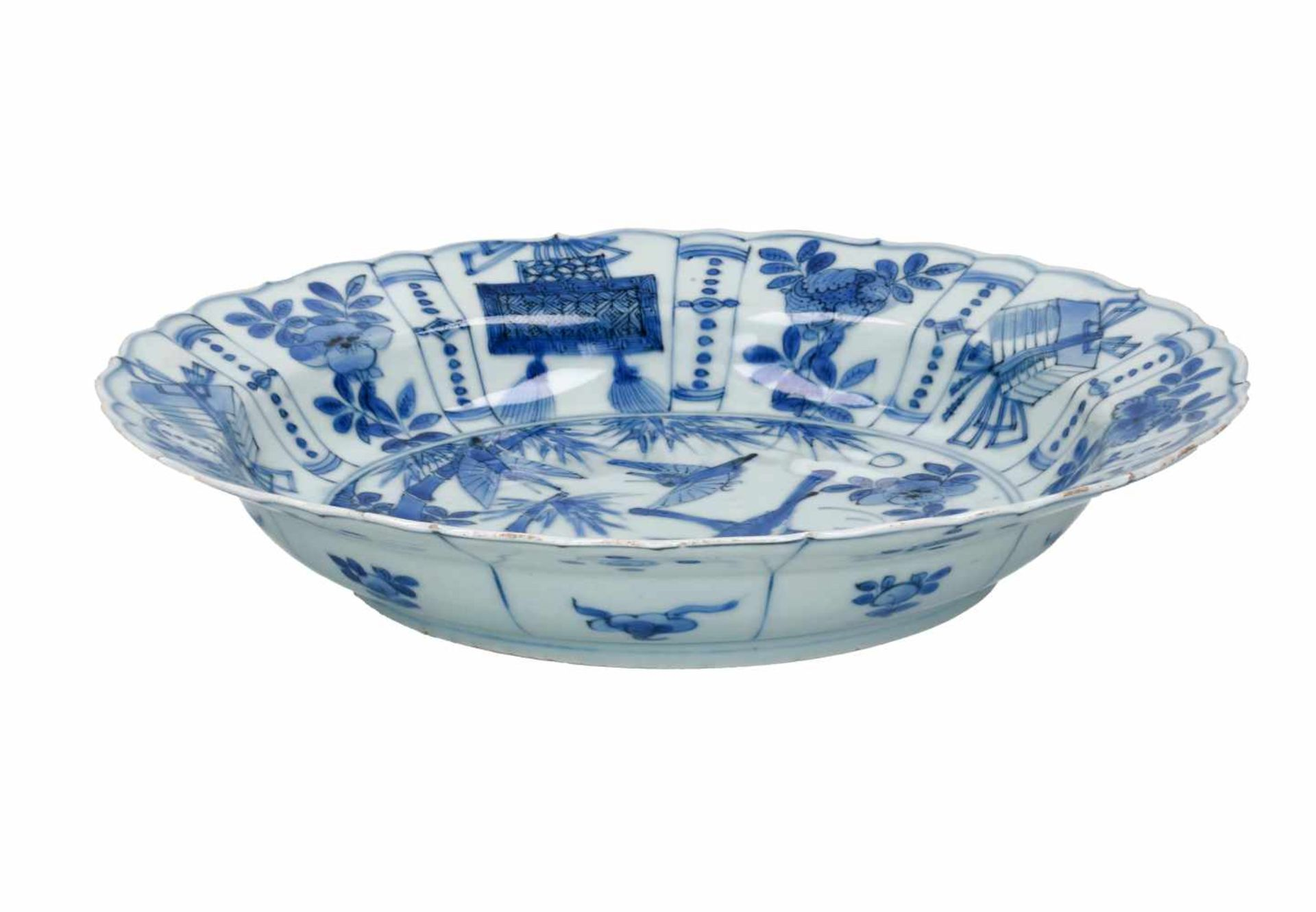 A blue and white 'kraak' porcelain dish, decorated with birds. Unmarked. China, Wanli. - Bild 3 aus 3